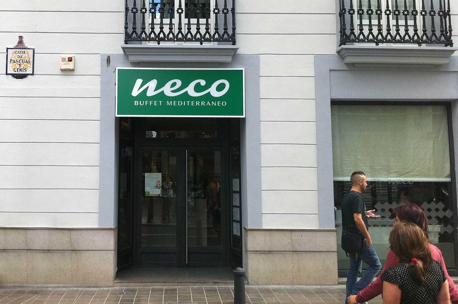 Diseño y rotulación exterior fachada Neco Valencia