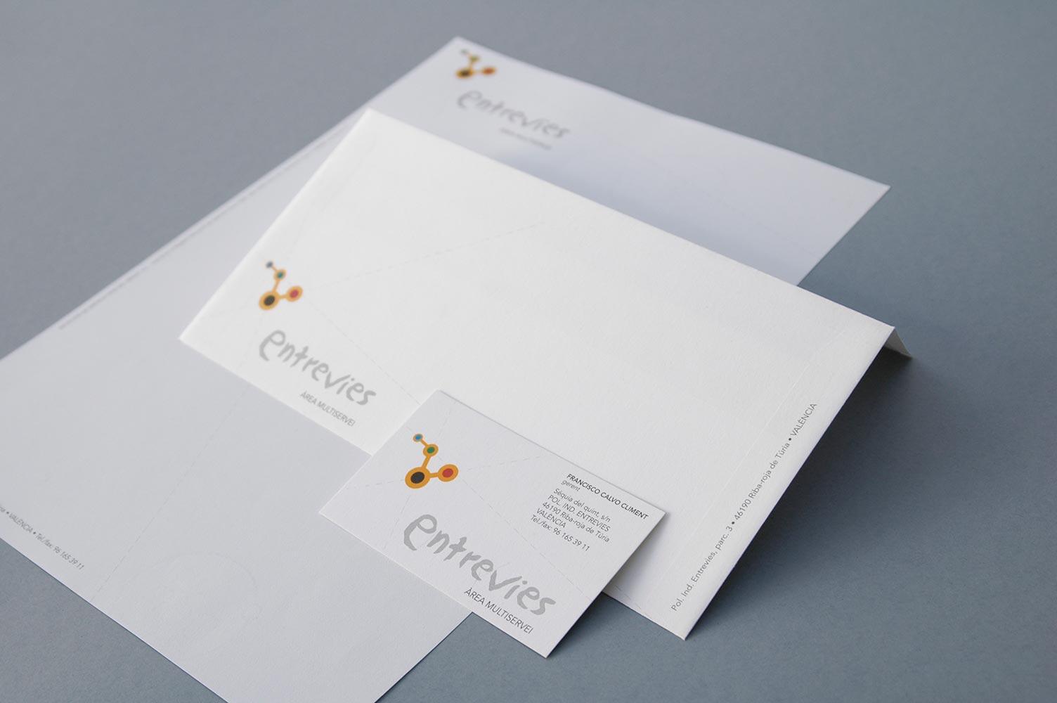 Diseño de papelería corporativa entrevies